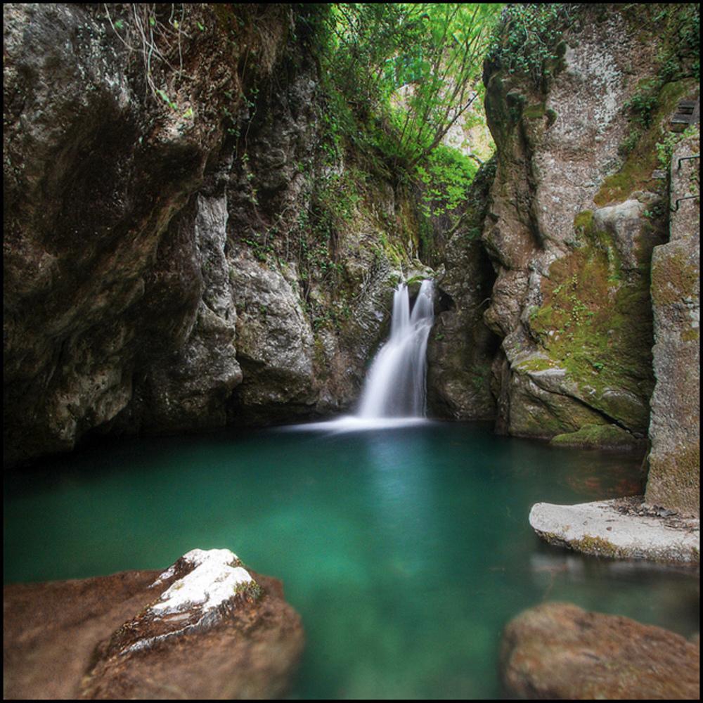 Cascate candalla luogo segreto e incantato itinerario toscana italia hotel tahiti - Cascate in italia dove fare il bagno ...